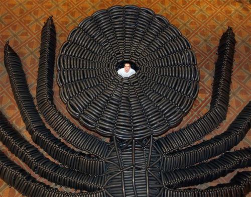 世界最大黑蜘蛛气球雕塑