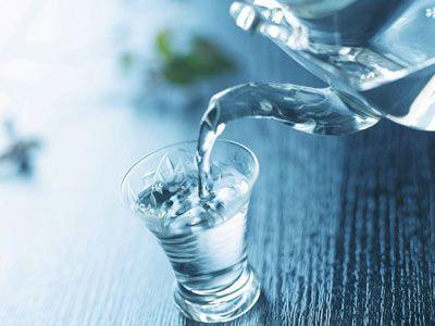 滿水之杯,裝不進「水和智慧」! -學習活得好,勝過功課好! 文/戴晨志... 滿水之杯,裝不進「