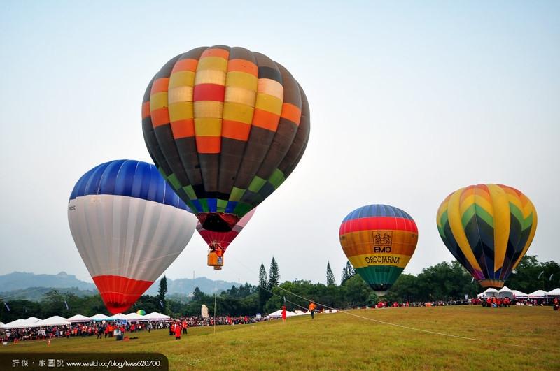 马赛克拼砖造型的热气球,这是我最喜欢的一颗热气球图片